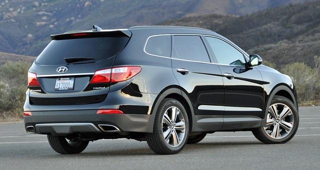 2015-Hyundai-Santa-Fe-rear-side-view