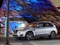 2016-BMW-X5xDrive40e-luxury-SUV_02.jpg