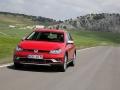 2017 Volkswagen Golf SportWagen Alltrack 01.jpg