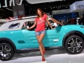 Citroen Cactus M Concept Side View With a Girl
