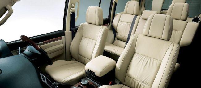 2015 mitsubishi pajero interior 1 - Mitsubishi Montero 2015 Interior