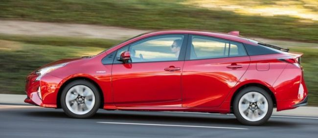 2016 Toyota Prius Red Side View