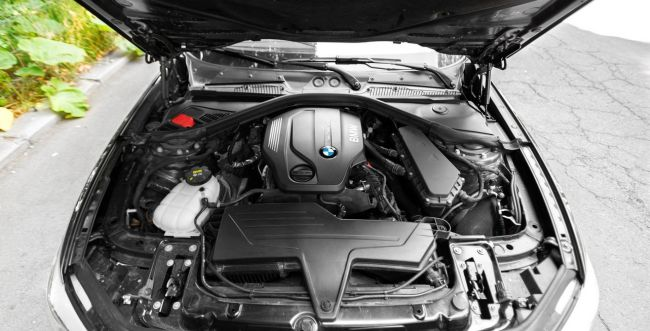 2015 BMW 1-Series Engine