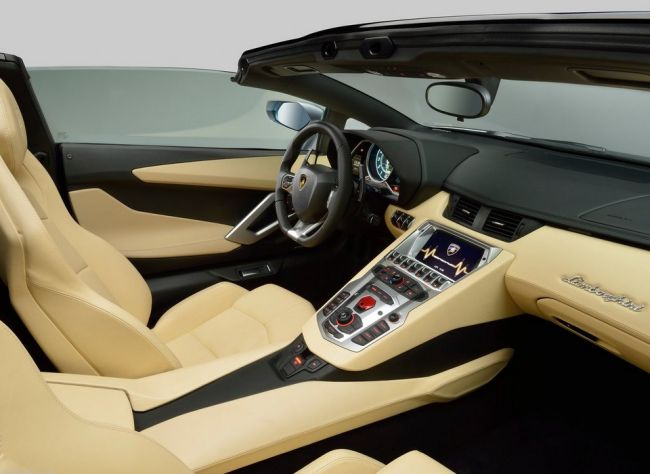 2015 Lamborghini Aventador Interior