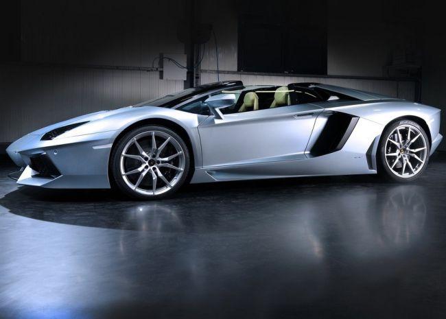 2015 Lamborghini Aventador Side View