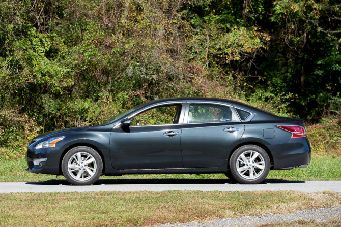2015 Nissan Altima Side View