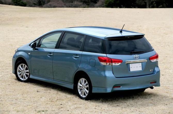 2015 Toyota Wish Rear