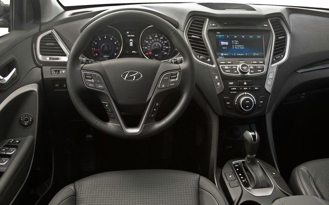 2015 Hyundai Santa Fe changes interior