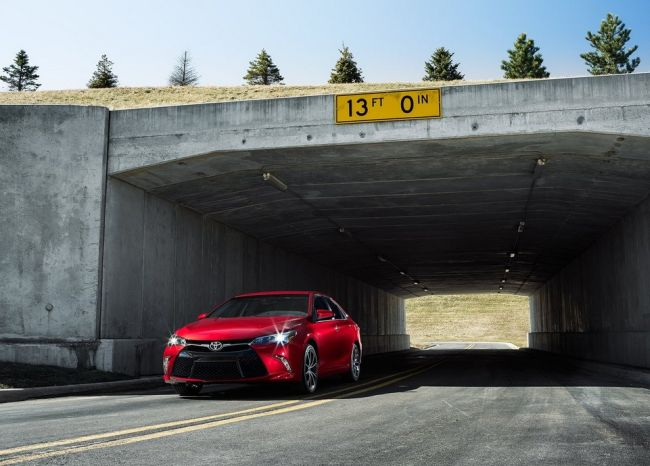 2015 Toyota Camry Red