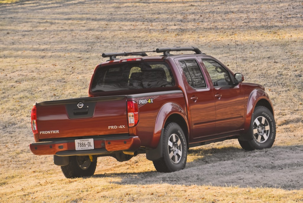 2015 Nissan Frontier towing capacity