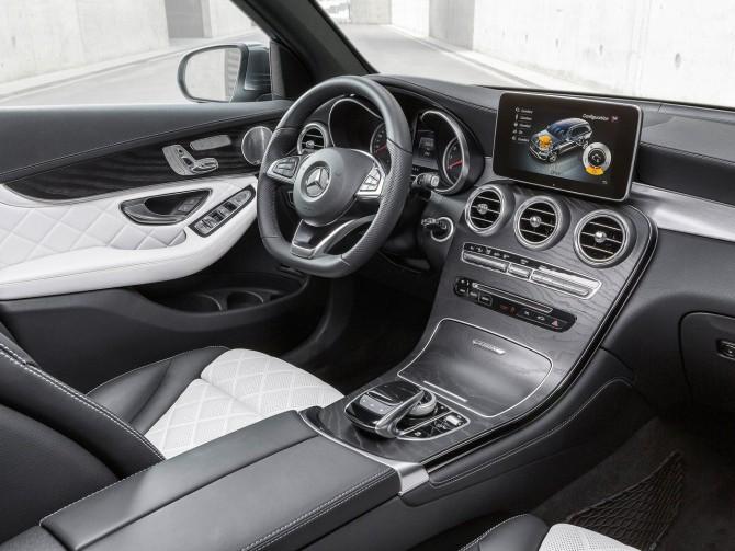 2016 Mercedes GLC Dashboard