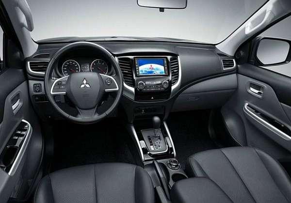 2016-Mitsubishi-L200-Interior