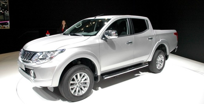 2016 Mitsubishi L200 Side View