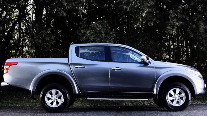 2016 Mitsubishi L200 Side Wheels