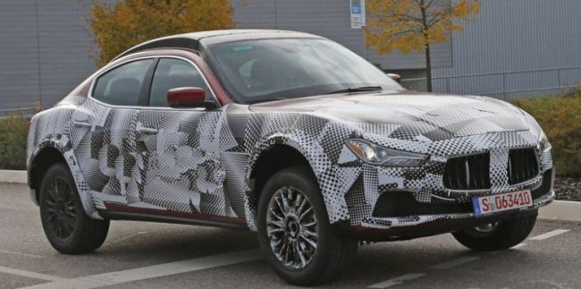 2015 Maserati Levante Side View