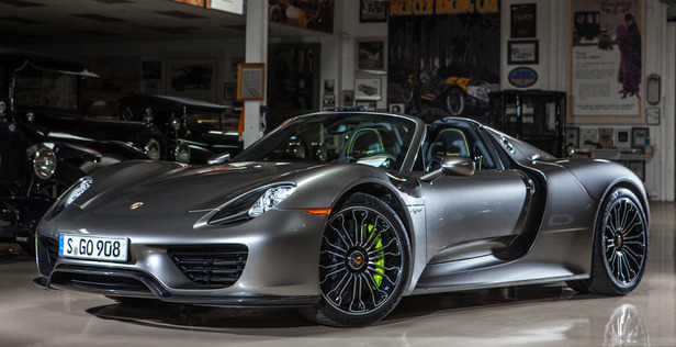 2015 porsche 918 spyder side view