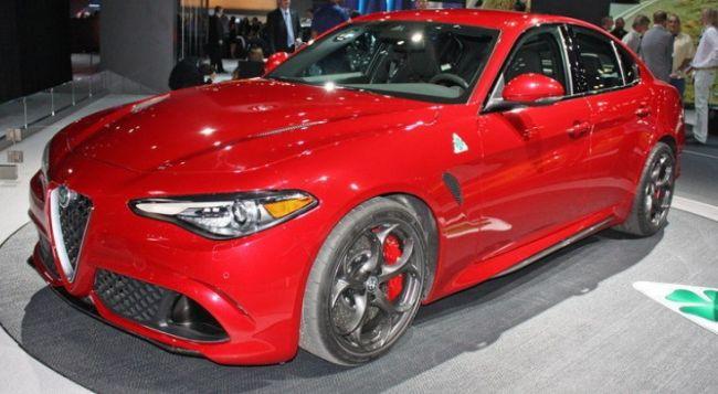 2016 Alfa Romeo Giulia Front Side