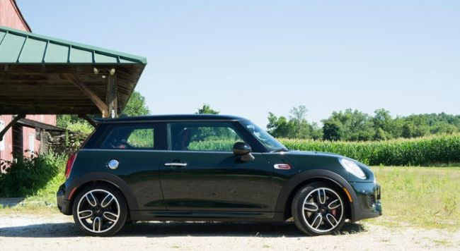2016 MINI Cooper S Side View