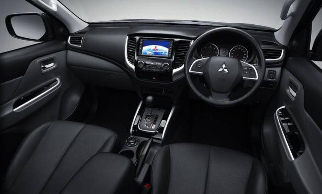 2016 Mitsubishi Pajero Sport Interior