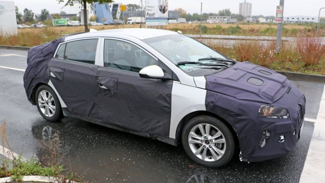 2017 Hyundai Ioniq Front Right Side