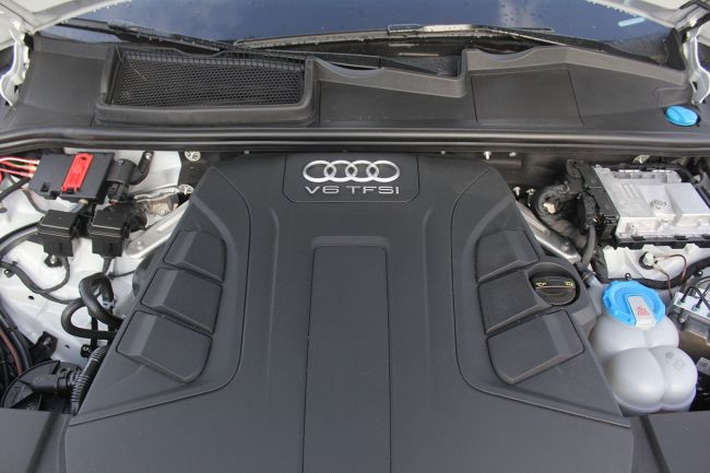 2017 Audi Q7 SUV Engine 1