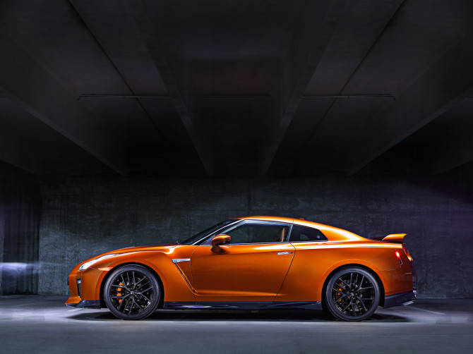 2017 Nissan GT-R Side View Full