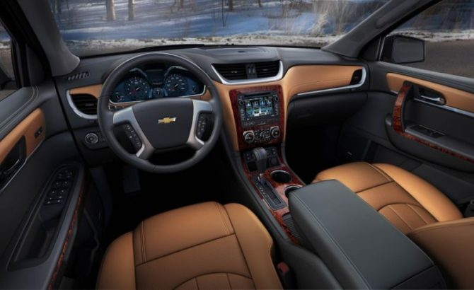 2016 Chevy Traverse Interior - Source: thecarconnection.com